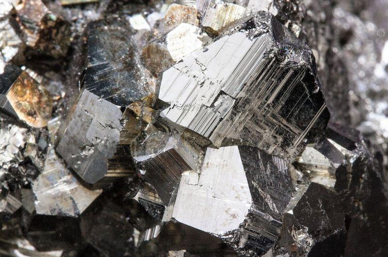 Pirita Características, yacimientos, usos, propiedades Mineral